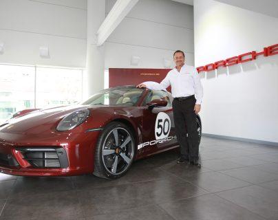 El exclusivo Porsche 911 Targa 4S Heritage Desing ya recorre las calles de Guatemala