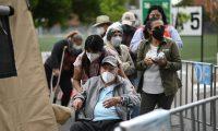 El proceso de vacunación avanza con lentitud en Guatemala, donde se prevé una tercera ola de contagios de coronavirus. (Foto Prensa Libre: AFP)