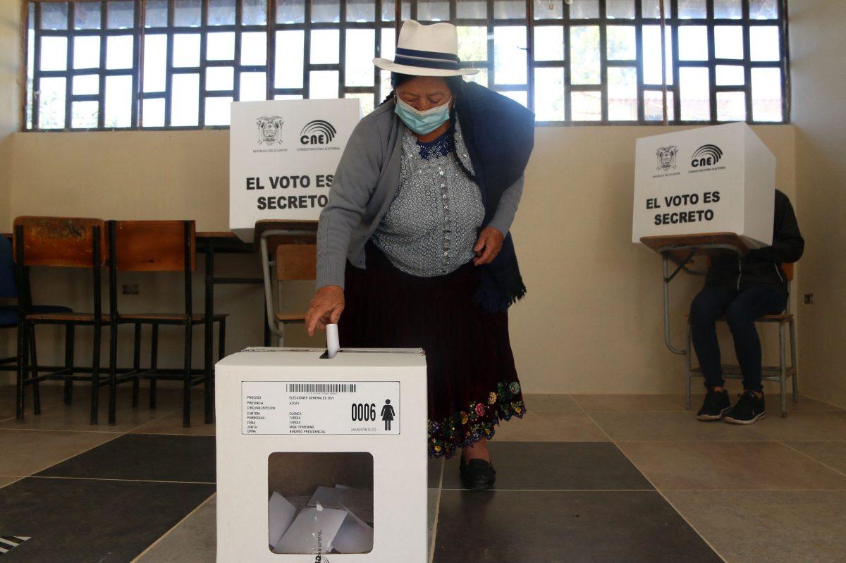 Ecuador elige presidente en cerrado duelo entre izquierda y derecha