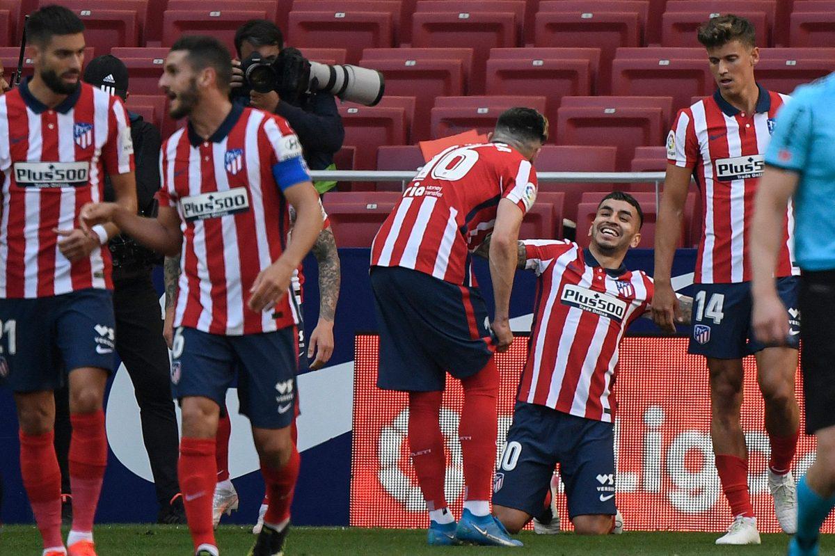 Correa guía al líder Atlético a una goleada 5-0 ante el Eibar