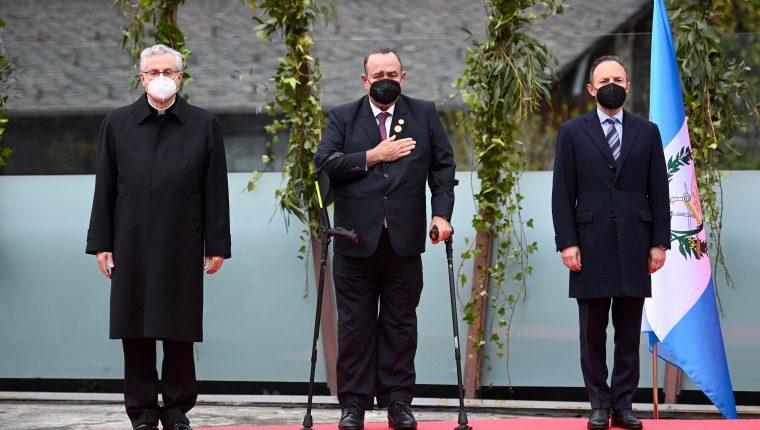 El presidente Alejandro Giammattei estuvo en Andorra cuando anunció que compraría hospitales modulares a España. (Foto Prensa Libre: EFE)
