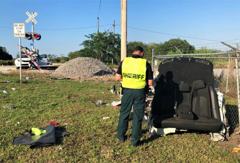 Una madre y su bebé mueren al intentar cruzar en su vehículo las vías del tren en Florida