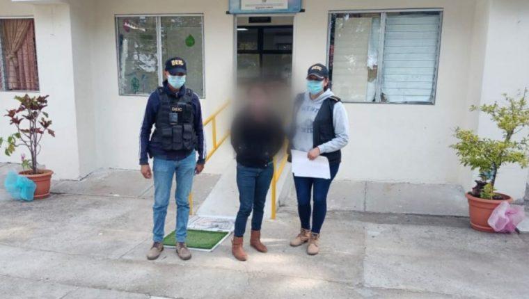 Jennifer Isabel Gómez Herrera fue capturada por areción contra su hija de 11 años en aldea Los Pocitos, Villa Canales. (Foto Prensa Libre: MP)