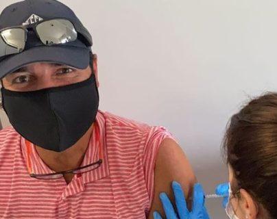 Chayanne se vacuna contra el covid-19, lo publica en redes sociales y sus fans enloquecen