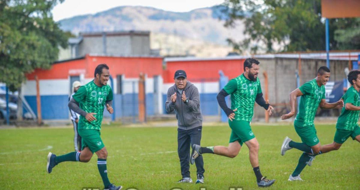 """Clausura 2021: """"El Chino"""" Iván León no va más con Achuapa; la directiva confirma el cese del técnico nacional"""