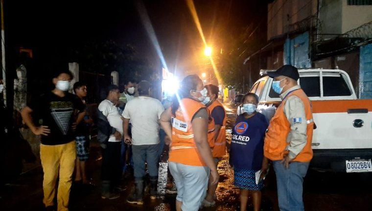 Inundaciones ocurrieron en las últimas horas en comunidades de Escuintla. (Foto Prensa Libre: Conred)