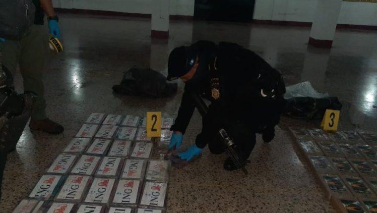 Paquetes con droga decomisados por el Comando Naval del Pacifico. (Foto Prensa Libre: PNC)