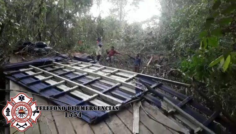 Vecinos ayudan en el rescate de las víctimas. (Foto: Bomberos Municipales Departamentales)