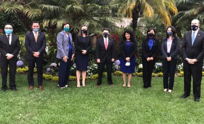 Reunión de Ricardo Zúñiga con funcionarios guatemaltecos y de EE. UU.  (Foto Prensa Libre: Tomada de @usembassyguate)