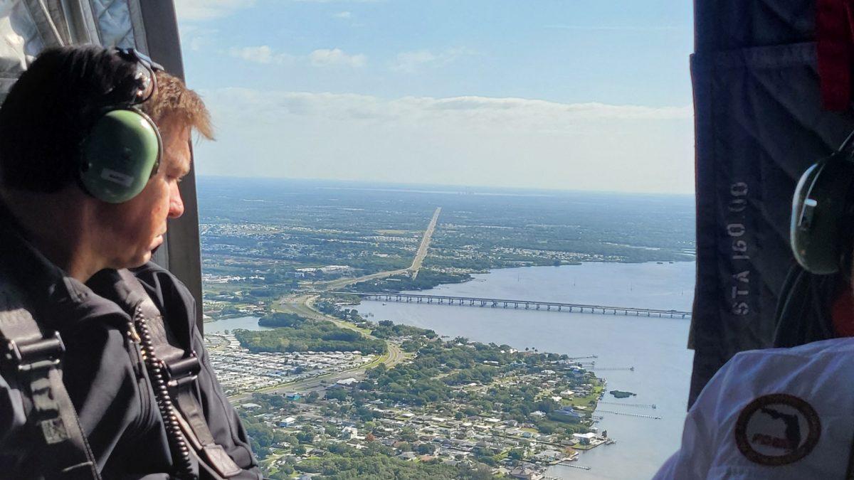 Así corren en EE. UU. para evitar un desastre en planta industrial de Florida