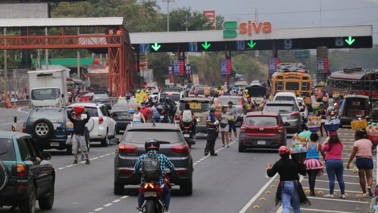 Los migrantes enviaron más dinero a sus familiares en marzo por Semana Santa. (Foto Prensa Libre: Hemeroteca)