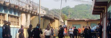 Lugar donde murió baleado el secretario municipal de Malacatán, Milton Alfaro López. (Foto Prensa Libre)