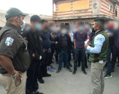 Las personas rescatadas fueron halladas de una casa de seguridad, utilizada por traficantes de migrantes para esconderlos en su travesía hacia EE. UU. (Foto Prensa Libre: INM)
