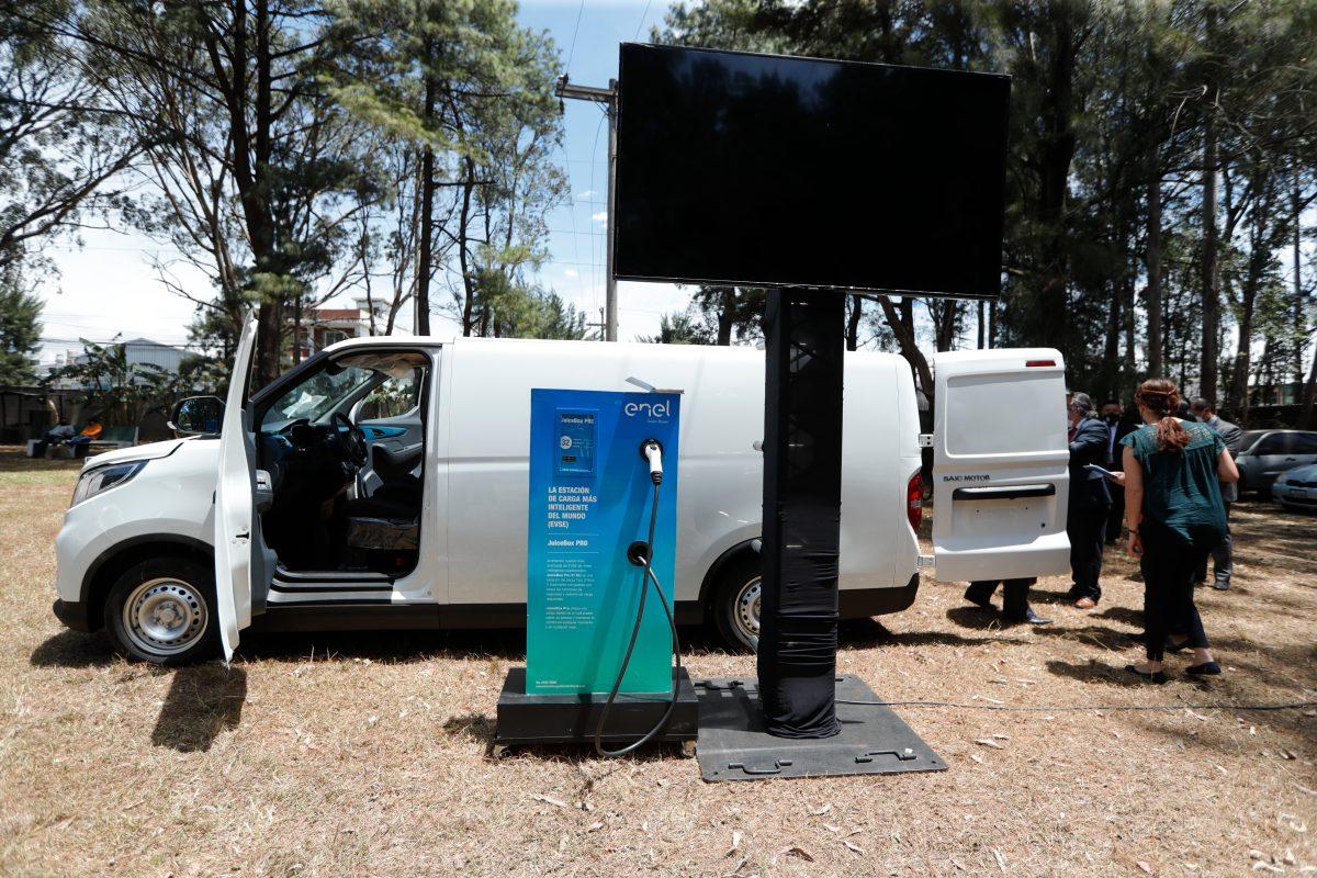 Cómo es el plan que propone incentivos fiscales para vehículos eléctricos en Guatemala