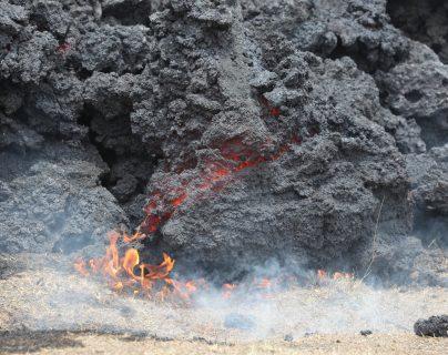 Flujo de lava del volcán Pacaya se acerca a las aldeas El Patrocinio y El Rodeo, donde persiste la alarma