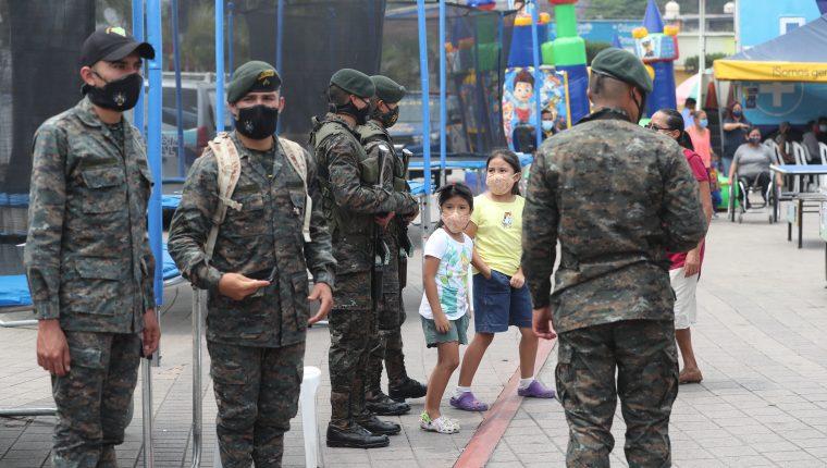 El Ejército de Guatemala busca adquirir vehículos y chalecos para la institución, por Q23 millones 500 mil. (Foto Prensa Libre: HemerotecaPL)