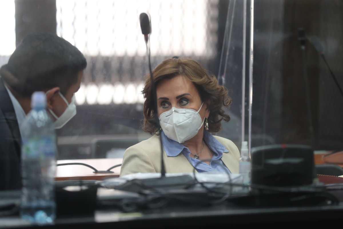 Sala de Mayor Riesgo revoca prohibición de hacer política y arresto domiciliario a Sandra Torres