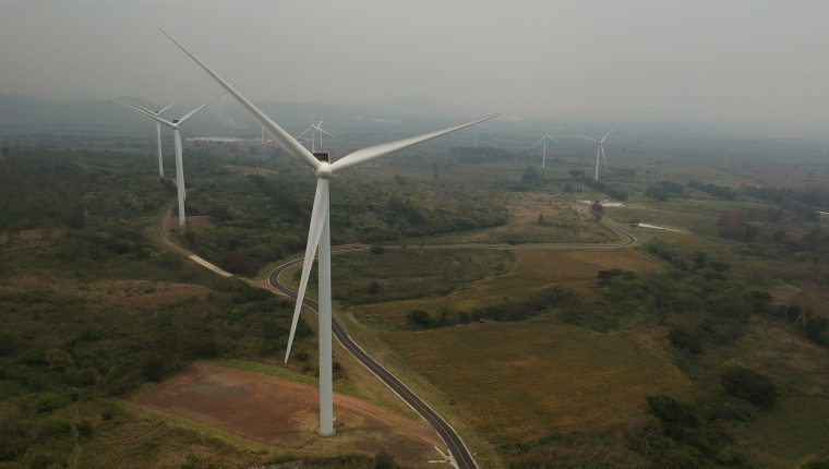 En el 2017 empezó a operar el primer parque de generación con viento, Eólico San Antonio el Sitio, ubicado en Villa Canales. (Foto, Prensa Libre: Hemeroteca PL).