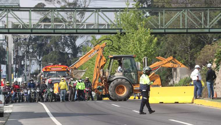 Trabajos que se realizaban para la construcción del paso a desnivel en San Lucas Sacatepéquez el 26 abril de 2021. (Foto Prensa Libre: HemerotecaPL)