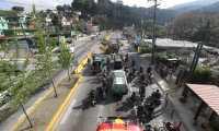 Inician los trabajos de Paso a desnivel San Lucas, con este trabajo cerraron los carriles que vienen de San Lucas hacia la Ciudad de Guatemala del carril que va de la ciudad hacia San Lucas hicieron un Reversible para agilizar el transito.   Fotograf'a. Erick Avila:                   26/04/2021