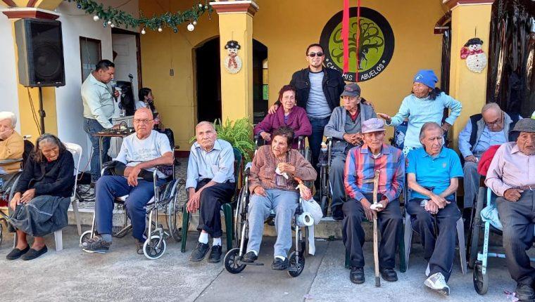 El hogar para adultos mayores Casa mis abuelos  alberga a 14 pacientes en la actualidad. (Foto Prensa Libre: Cortesía Anyello Fernández)