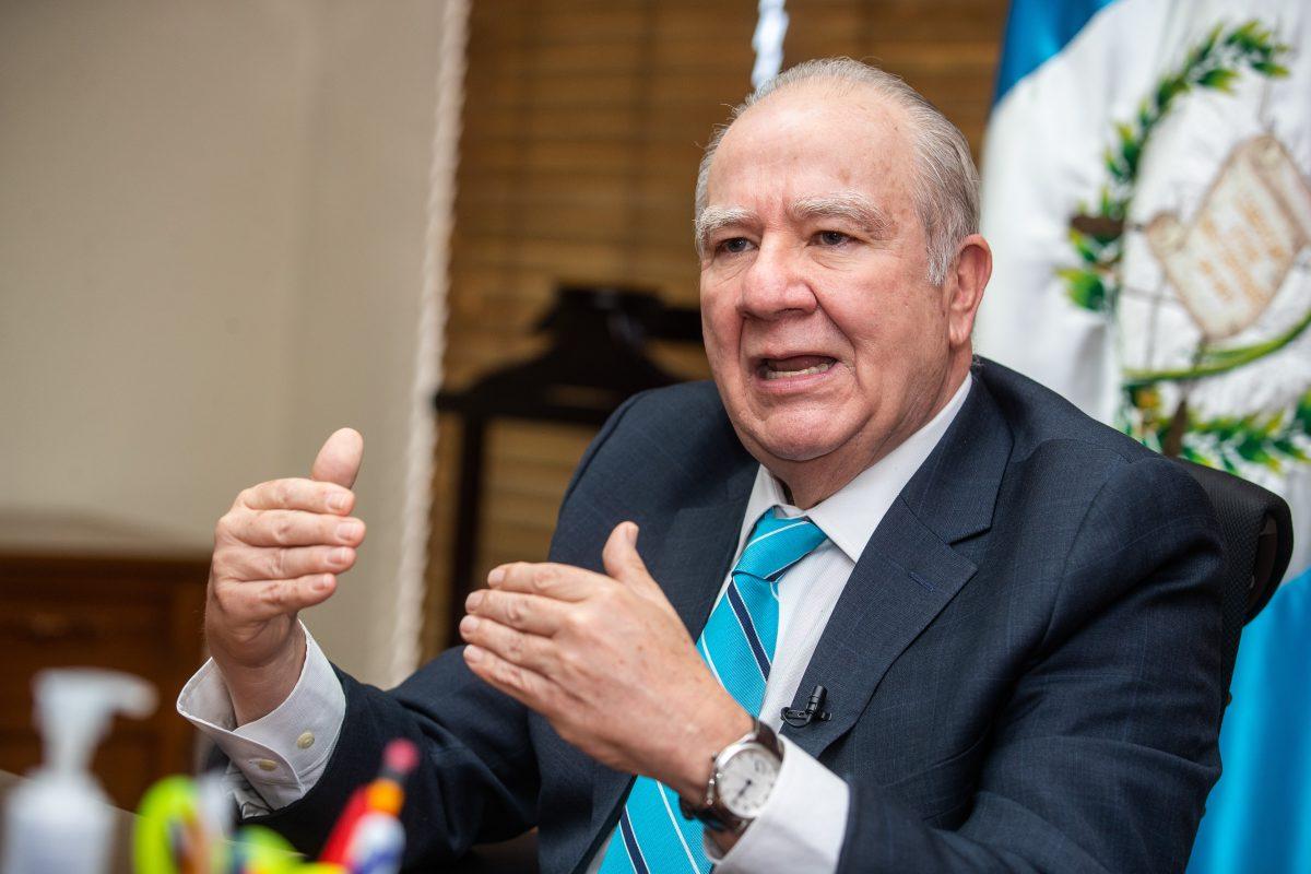 MP: Molina Barreto habría participado como notario en empresas de Gustavo Herrera, según documentos en poder de Feci; magistrado descarta vínculo