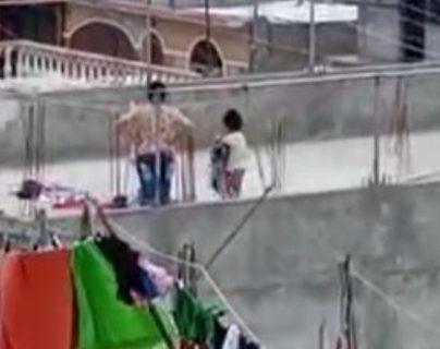 Rescatan a niña que fue agredida en su casa, pero quedó grabado