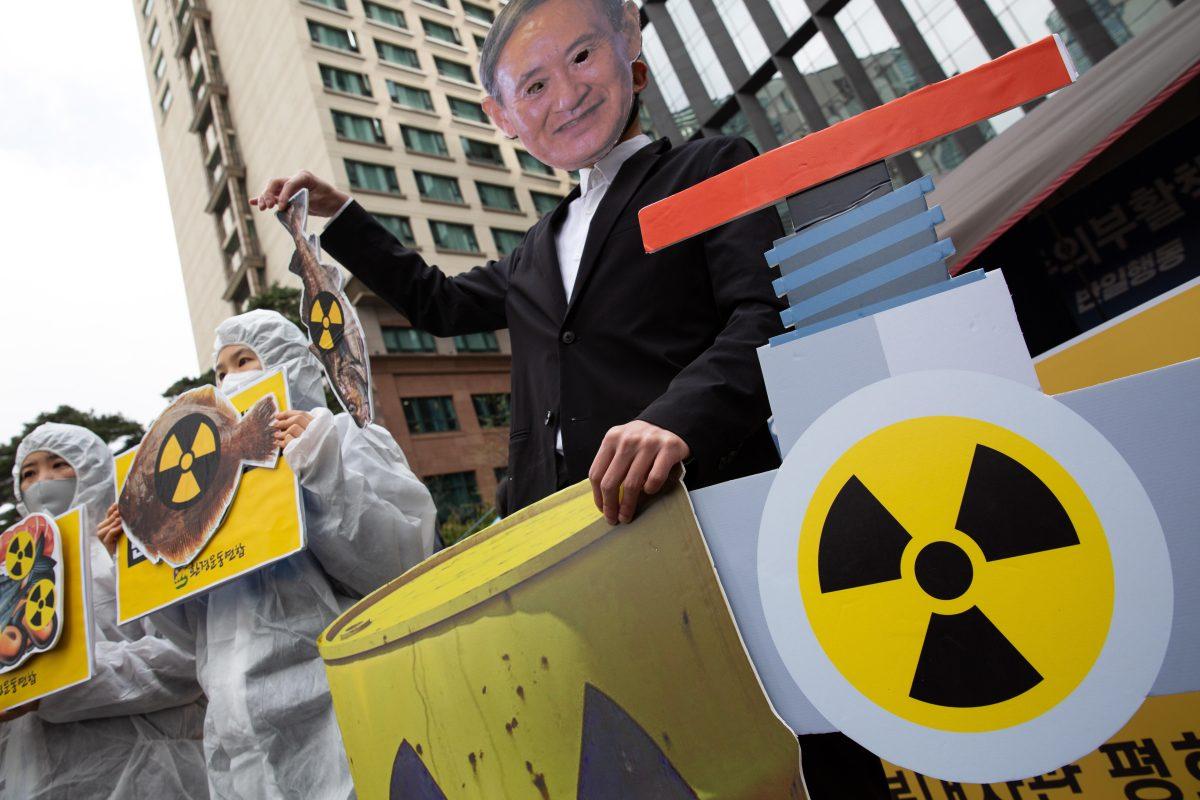 """China responde a ministro japonés que consideró potable agua radioactiva de Fukushima: """"Adelante, bébala"""""""