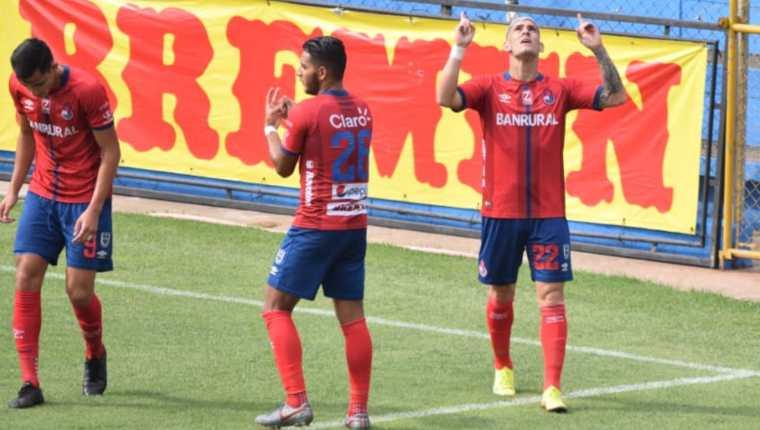 Gustavo Britos celebra el primero gol de Municipal ante Malacateco. Al final ganaron 3-0. Foto Prensa Libre: Cortesía Andrés Nadf.