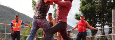 Las peleas en Chivarreto, Totonicapán, son parte de las costumbres y tradiciones de Semana Santa en Guatemala. (Foto HemerotecaPL)