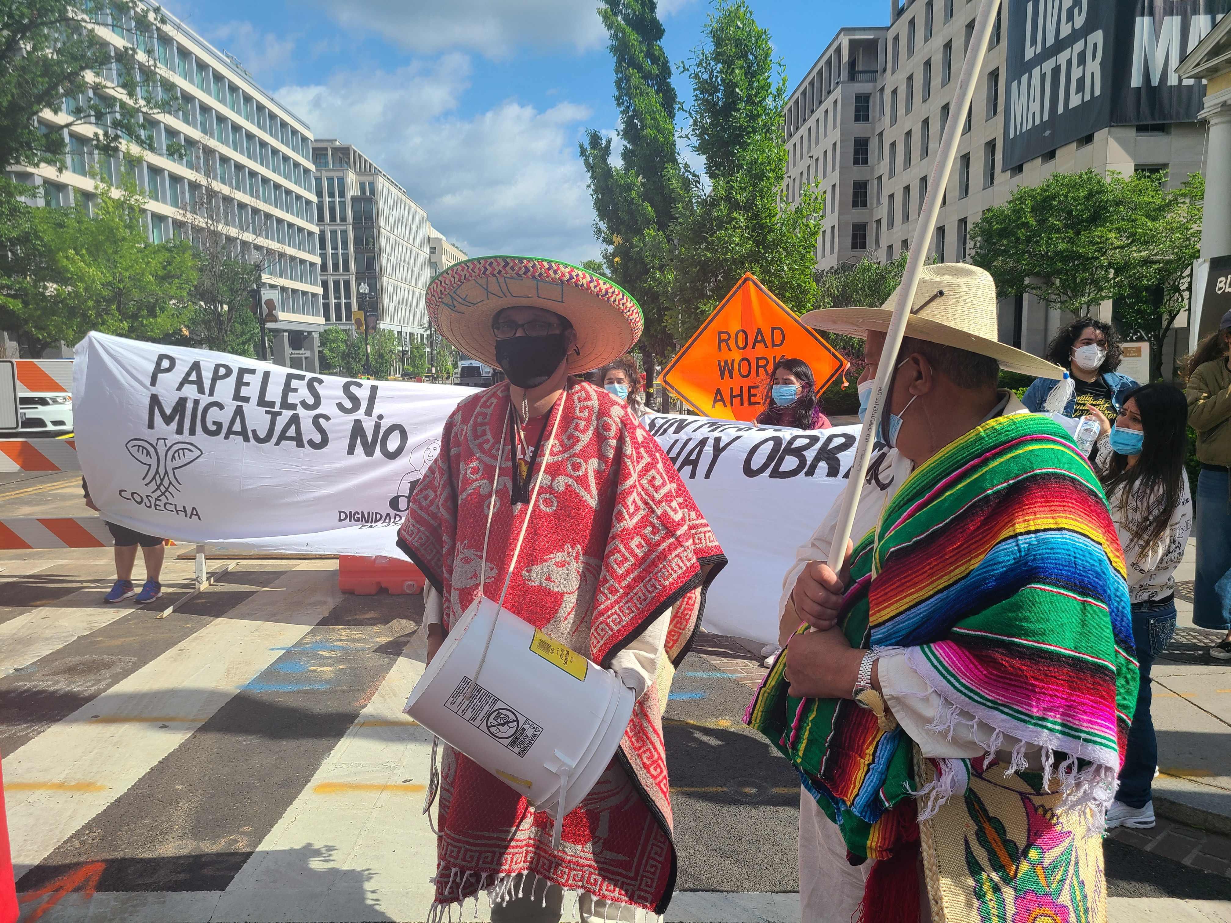 "Migrantes reprocharon ""promesas vacías"" de Biden en protesta – Prensa Libre"