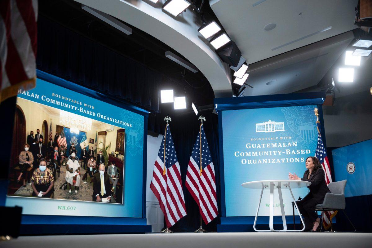 Vicepresidenta de EE. UU. Kamala Harris se reúne con líderes comunitarios de Guatemala y hablan de migración