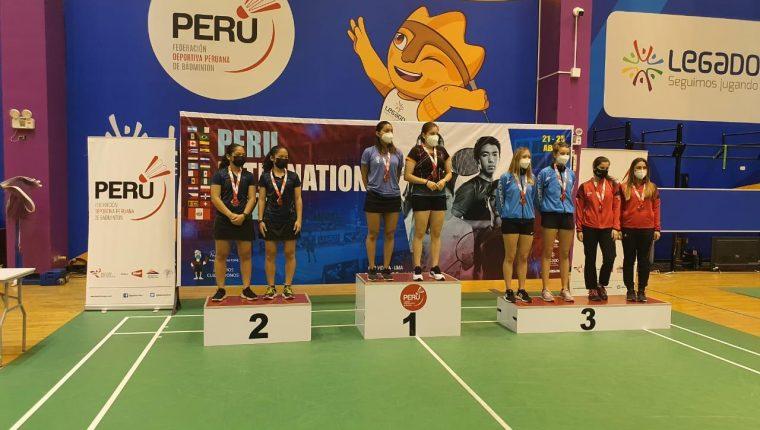 Diana Corleto Soto y Nikté Sotomayor se colgaron el oro dobles femeninos en el Abierto de Perú. (Foto FedeBádminton).