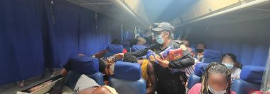 Los migrantes fueron trasladados a Migración: Foto Prensa Libre: PNC.