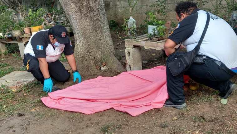 Una mujer de 61 años murió tras ser atacada por su perro. (Foto Prensa Libre: Bomberos Voluntarios)