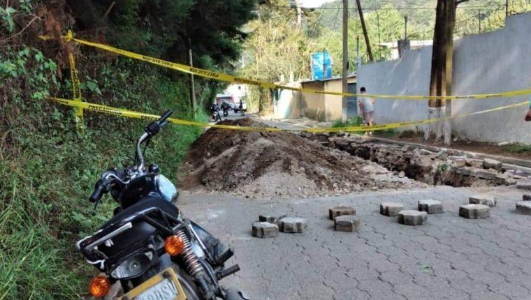 La Muni de Mixco cerro el paso por la aldea El Manzanillo. Foto Prensa Libre:  Noticiero Starnews.