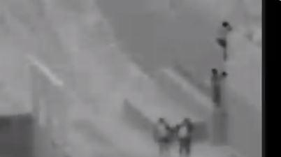 Video: lanzan a otro niño migrante de 2 años desde lo alto del muro fronterizo entre México y EE. UU.
