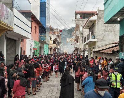 Efectúan procesión en Quiché sin permiso de la Iglesia y en pleno aumento de positividad por covid-19