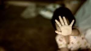 """Encerrados durante meses y sin comida: el """"horrendo"""" abuso que una pareja de EE. UU. cometió con tres adolescentes"""
