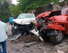 Dos vehículos chocaron en el km 217 de la ruta entre Cobán y San Pedro Carchá, Alta Verapaz, con el saldo de una persona muerta y seis heridas. (Foto Prensa Libre: Carlos Andoni @carlos_andoni)