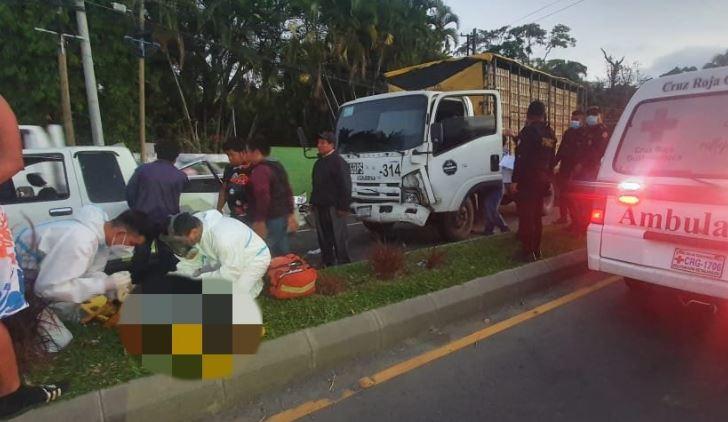 Choque de picop y camión deja un muerto y ocho heridos en ruta Cito-Zarco