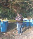 Los químicos eran transportados en toneles plásticos. (Foto Prensa Libre: PNC)