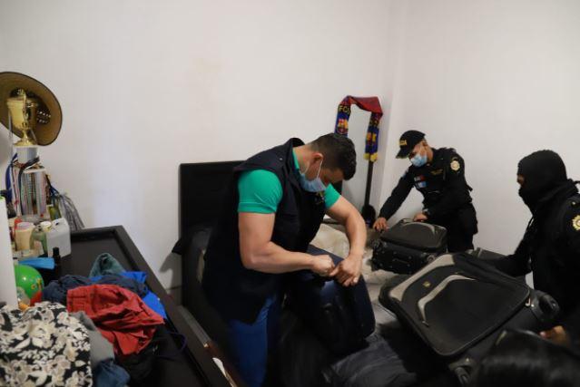Durante los allanamientos se encontró dinero en efectivo, drogas, entre otros ilícitos. (Foto Prensa Libre: Cortesía MP)