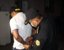 Darwin Alexis Requena Alvarado, de 32 años, fue detenido en Santa Ana, Petén, sindicado de mantener amarrada a su hermana de 15 años. (Foto Prensa Libre: PNC)
