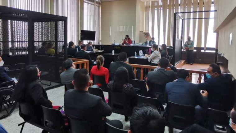 La jueza Erika Aifán, durante la audiencia en la que ligó a proceso a los implicados. (Foto Prensa Libre: Edwin Pitán)