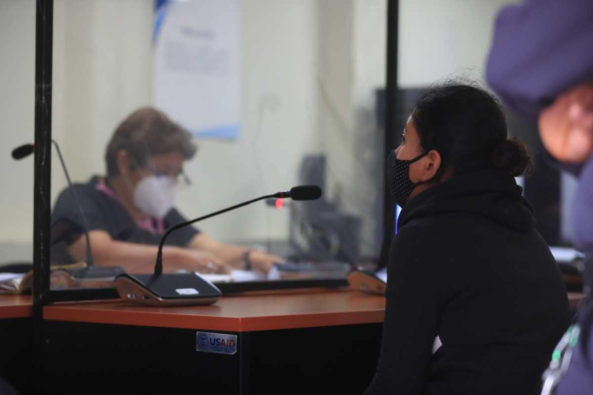 Ligan a proceso y envían a prisión a mujer sindicada de haber maltratado a su hija de 4 años en Amatitlán