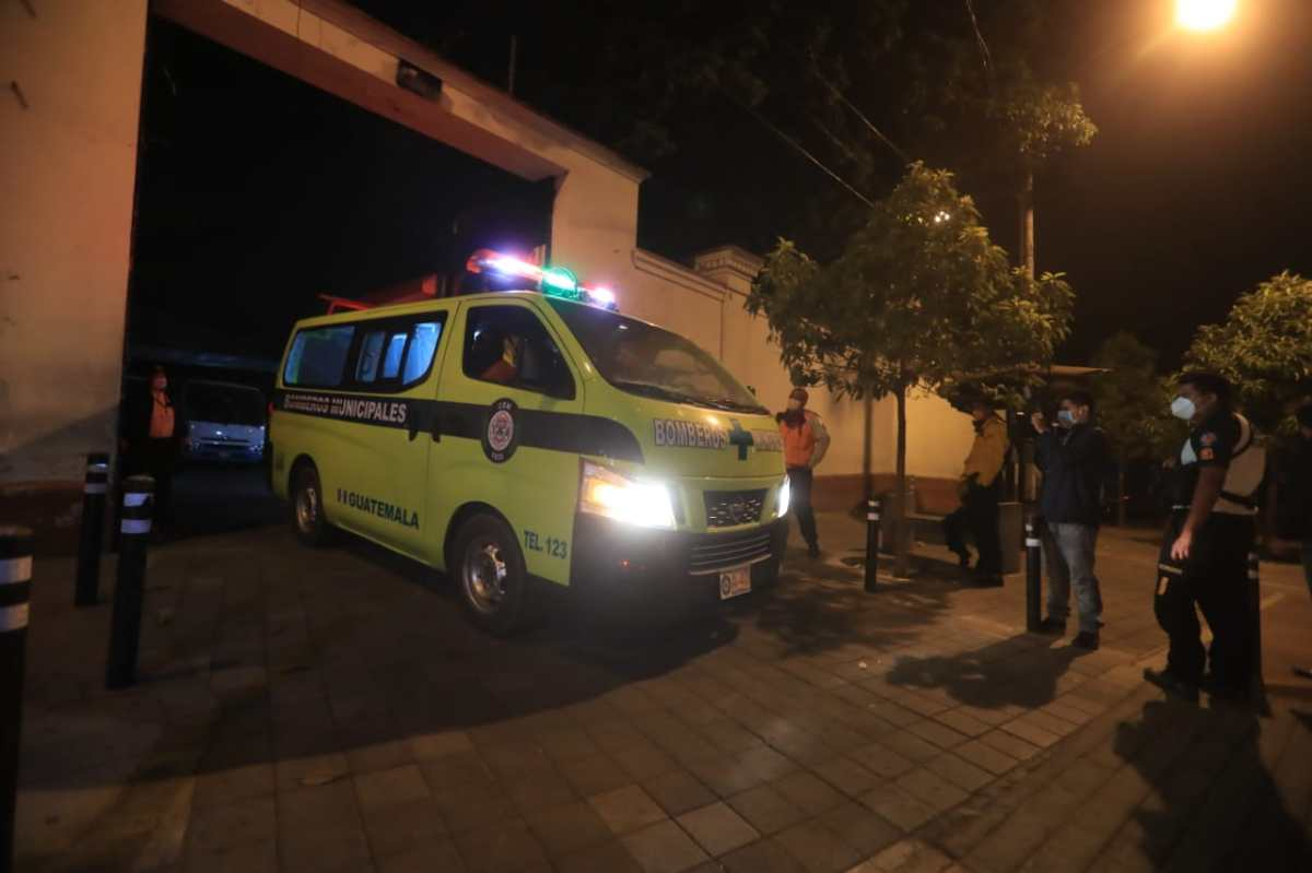 Mueren dos bomberos durante incendio forestal en Reservas de Minerva, Mixco