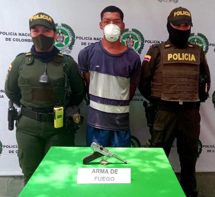 Ladrones son detenidos en Cartagena cuando asaltaba con un arma de la II Guerra Mundial, valorada en US$25 mil