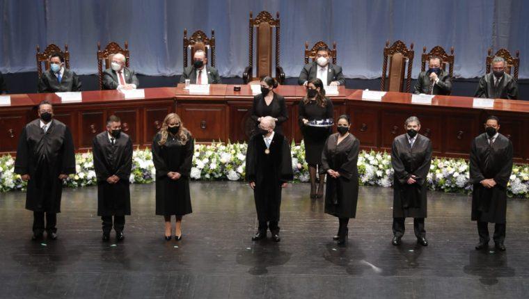 Magistrados titulares y suplentes en el acto de instalación de la CC 2021-2026. (Foto: Esbin García)