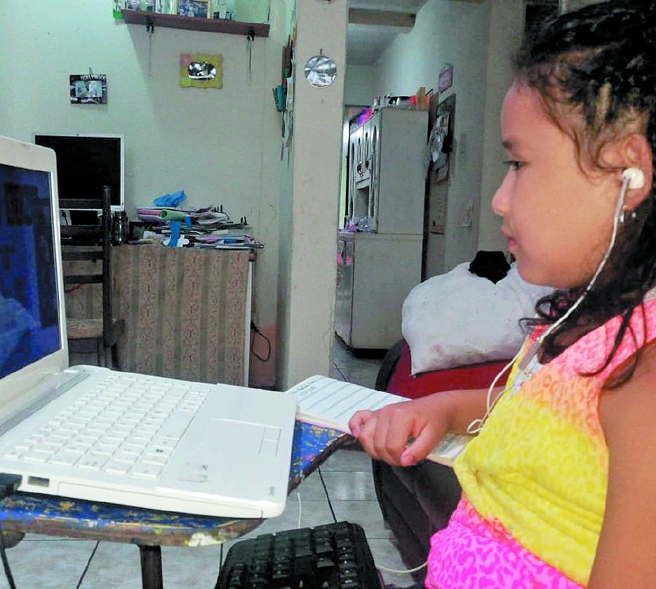 Durante la pandemia, los recursos digitales también son utilizados para continuar con el aprendizaje en los niños de preprimaria, pero a este nivel hay habilidades y destrezas que no pueden ser desarrollados a distancia. (Foto Prensa Libre: Hemeroteca PL)